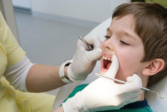 Лечение заболеваний десён у подростков и детей
